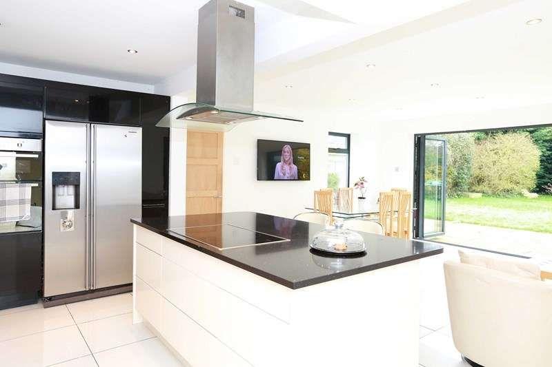4 bedroom detached house for sale, Parsonage Barn Lane ...